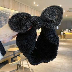 HACH602 Knitted wool with bow detail Black